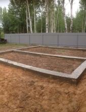 Ленточный фундамент :: Ленточный фундамент 7,8х7,8 м сечением 400х900 пятистенок под бревенчатый дом.